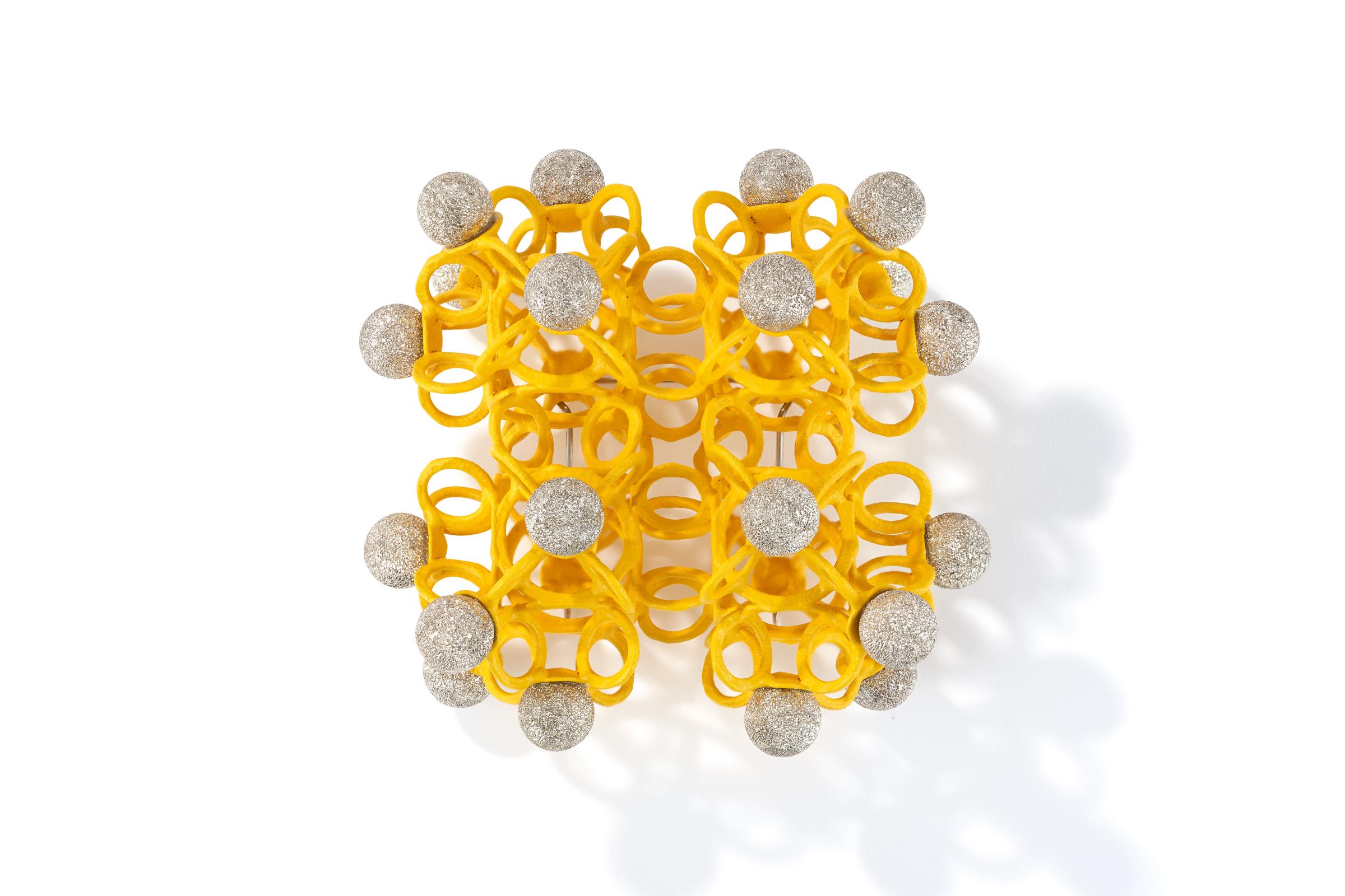Gelbe-Brosche